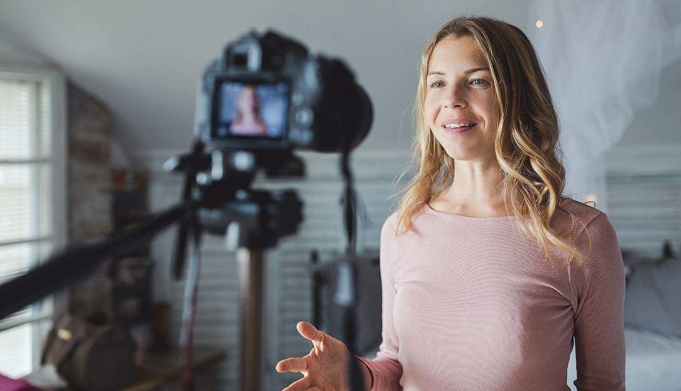 Como falar em vídeos e ao vivo? Confira 4 dicas!